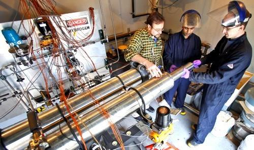 Sistema que permite llenar el tanque de combustible de un vehículo a hidrógeno en cinco minutos
