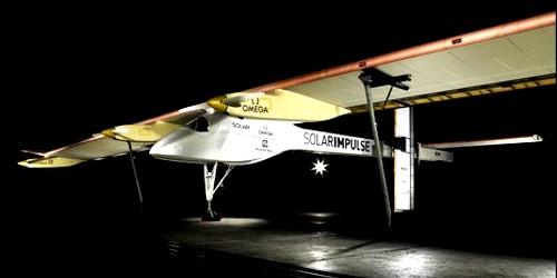 Solar Impulse: avion a energía solar debuta para intentar dar la vuelta al mundo solamente impulsado por esta energía limpia