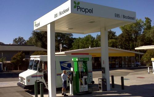 Siglas que se ven en la información sobre biocombustibles tales como E10, B5 o B100