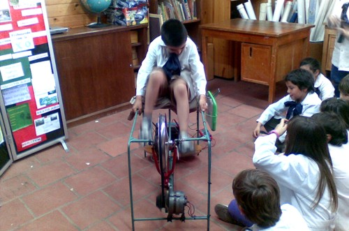 """Cargador a pedal para XO sustentable en el marco del proyecto """"escuelas sustentables"""""""