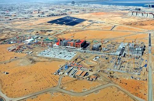 Ciudad Masdar en construcción en el desierto de Abu Dhabi