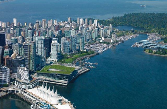 facilitando la transición entre la trama urbana y el puerto