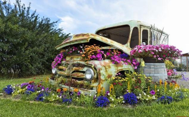 12 macetas caseras para decorar el jard n con materiales for Casas de plastico para jardin