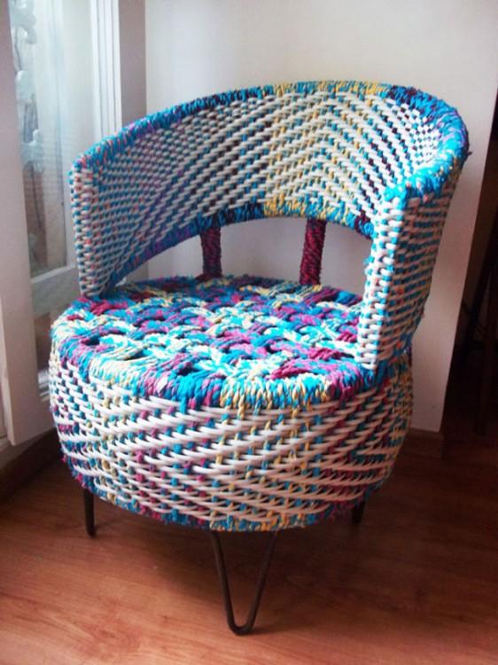 Una cómoda y vistosa silla como idea para usar un neumático viejo