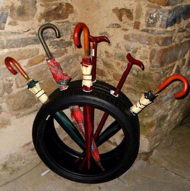 Porta sombrillas para reciclar un neumático