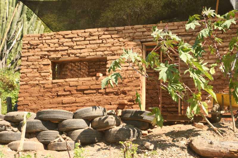 Casas de material reciclado for Casas sencillas y economicas