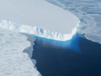 El glaciar Thwaites desemboca en Pine Island Bay, en la Antártida Occidental.
