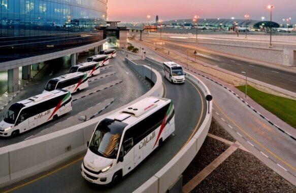 Tripulaciones de Emirates transportadas al aeropuerto