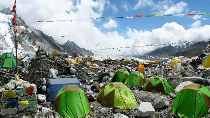 Plástico en el Monte Everest