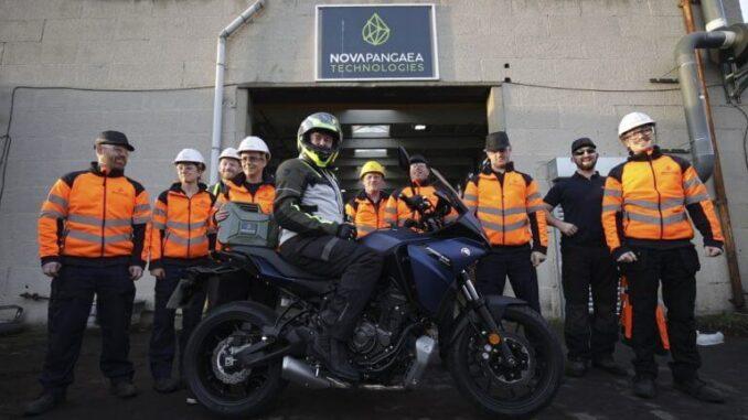 Motocicleta con combustible E10